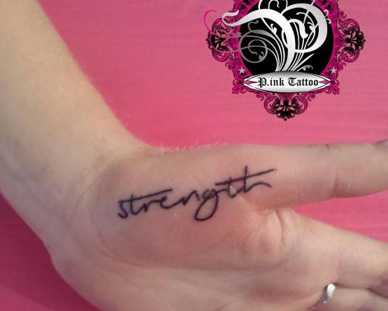 """Schriftzug """"Strength"""""""